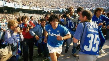 Diego Maradona e la città di Napoli la doppia equazione della genialità e dell'estro sregolato 2
